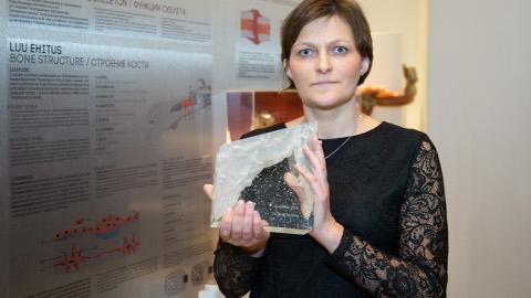 Reet Tooming võttis eile tervishoiumuuseumis vastu aasta arsti auhinna.