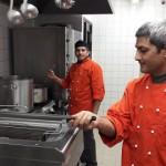 Seikluskeskuses teevad süüa kokad Nepalist