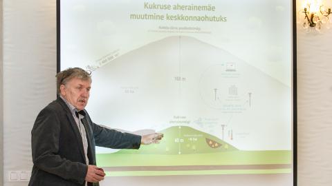"""""""Kukruse mägi on Kohtla-Järve poolkoksimäest nii palju väiksem, et põlengu kustutamine oleks seal oluliselt lihtsam,"""" ütles Urmas Uri."""