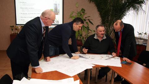 Remeksi Keskuse ja Eleoni esindajad arutasid tuulikutornide ja generaatorikorpuste tootmise üksikasju.