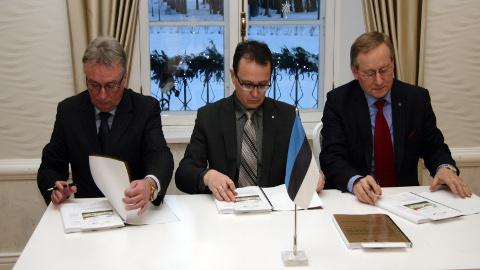 Detsembris allkirjastasid ühinemislepingu Toila volikogu esimees Roland Peets, Kohtla-Nõmme volikogu esimees Tarmo Kütt ja Kohtla volikogu esimees Arno Rossman.