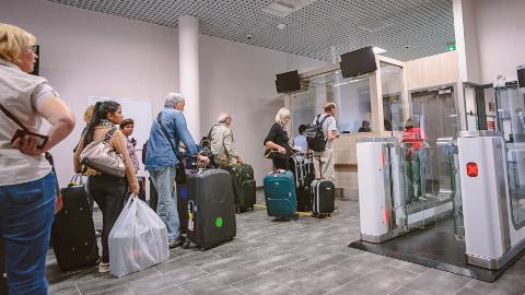 Ida-Viru majutusettevõtjate rõõmuks kasvasid turistide ööbimised mullu 6 protsenti. Pilt on tehtud Narva piiripunktis.