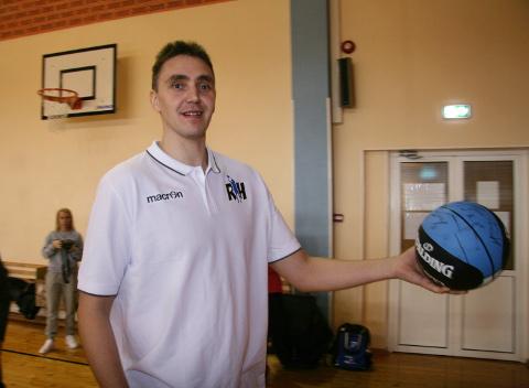 Reinar Hallik pani korvpallikoolile oma nime, teades, et see paneb suurema vastutuse ja sunnib oma hea nime nimel ka rohkem pingutama.