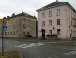 Kiviõlis nagu ka Kohtla-Järvel lasuvad mitmetel majadel välismaalastest korteriomanike võlad, mida ühistud kuidagi välja nõuda ei suuda.