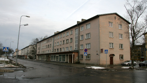 Kohtla-Järvel asuv korteriühistu Järveküla tee 58 on esimene, kes probleemse korteri riigile üle andis.