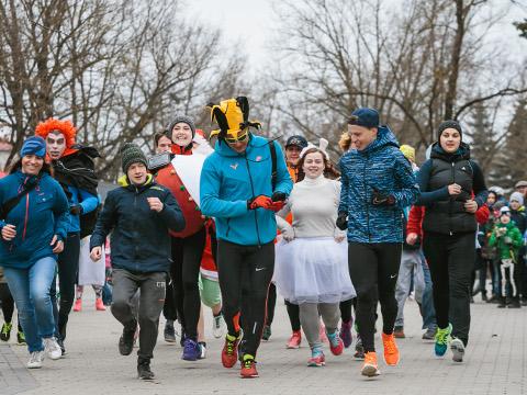 Ida-Virumaa jooksuhooaja proloog oli 1. aprillil Narva kesklinnas toimunud Lõbus jooks, mis sarnanes pigem karnevali kui võidulidumisega. Esimene tõsisem võistlus on aga juba eeloleval laupäeval, kui joostakse Pagari mõisast Mäetaguse mõisa.