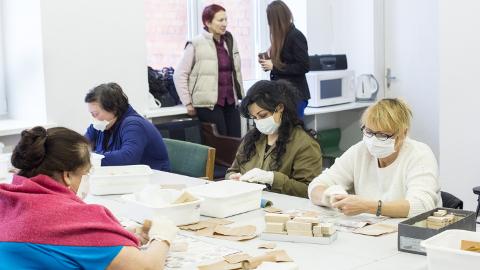 Esimesena kasutas töökoha loomise toetust MTÜ Sotsiaalse Kohanemise Tugikeskus, kus praeguseks on puidust mänguasjade valmistamisega ametis ligi 120 inimest.