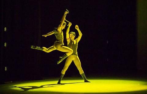"""Thbilisi riikliku ooperi- ja balletiteatri artistid vallutasid Jõhvi balletifestivali paljunäinud publiku südamed oma meisterlikkuse ja lihvitud liigutustega. Stseen balletist """"Sagalobeli""""."""