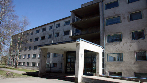 Praegu on Jõhvi hooldekodus 70 kohta, kuid täidetud on neist vaid 53. Hoones on üle 1000 ruutmeetri tühja kasutuseta pinda.