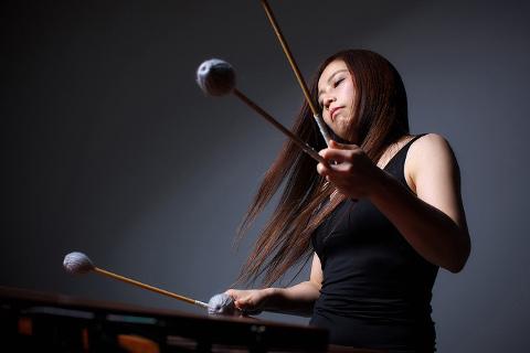 """Löökpillimängija Kuniko Kato on 19. """"7 linna muusika"""" festivali kaugeim külaline ning teda näeb ja kuuleb 9. juulil Jõhvi Mihkli kirikus."""