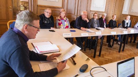 Mäetaguse vallavolikogu andis eile oma äraütleva seisukoha valitsuse ettepaneku kohta moodustada kaheksast omavalitsusest vald, mis ulatuks Peipsist Soome laheni.
