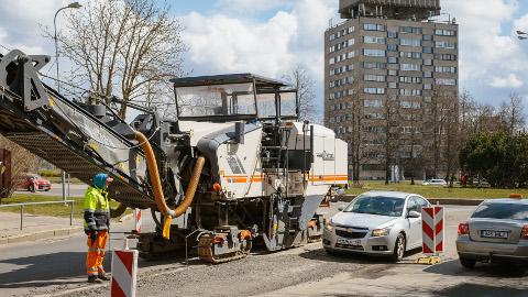 Narvas algas Tallinna maantee kapitaalremont. Töid alustati linna idapoolsest servast − kesklinnas asuvast ringristmikust.