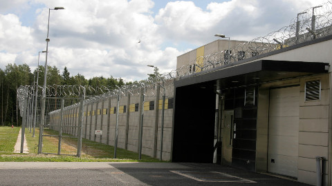 Alaealised vangistatud noormehed saadetakse karistust kandma Viru vanglasse, üksikud neiud, kes sellise karistuse saavad, lähevad Tallinna vanglasse.