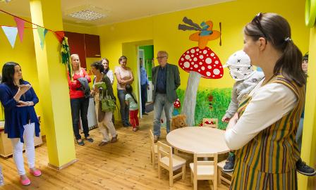 Hindamiskomisjoni esimehele Eiki Nestorile avaldas muljet, et küla aktiivsed inimesed on rajanud mängutoa − Mürakaru lustipesa.