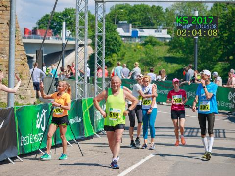 Poolmaratoni finišijoone ületajaid valdavad ühtaegu nii rõõm ja rahulolu kui ka kergendustunne, et see katsumus on edukalt läbi.