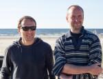 """Anton Bilžo (paremal) koos filmi """"Kala-kala"""" meespeaosatäitja Vladimir Mišukoviga vahetult enne võtete algust Narva-Jõesuu rannas, mis on samuti filmis ülitähtis osaline."""