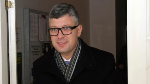Riigihalduse minister Mihhail Korb on küll teinud ettepaneku suunata saastetasudest aastas 20 miljonit eurot Ida-Viru programmi, kuid sellele poliitilise toetuse leidmine valitsuses jääb tema mantlipärija Jaak Aabi ülesandeks.