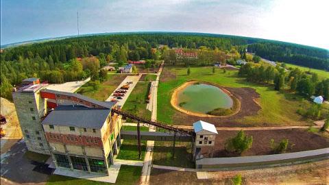 Väliselt on Eesti kaevandusmuuseum Kohtla-Nõmme au ja uhkus. Muuseumi juhtkonna ja vallajuhtide vahel käib aga armutu lahing.