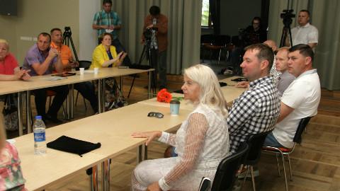 Niina Neglasoni ja Meelis Tindi asutatud valimisliidus Jõhvi Eest! peaksid kandideerima kaheksa praegust volikogu liiget.