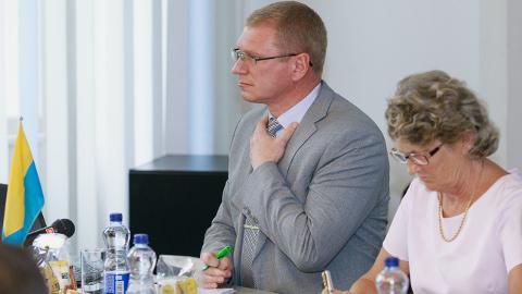 Narva volikogu esimees Aleksandr Jefimov mõisteti küll kahe nädala eest kriminaalkorras süüdi, kuid volikogus keegi seda teemat ei tõstatanud.