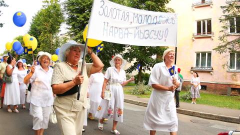 Narva-Jõesuu linnapäeva tähistamise traditsiooniline osa on olnud karnevalirongkäik. Sel aastal lisandub Venemaa menubändi kontsert, mille linnavalitsus reservfondist kinni maksab.