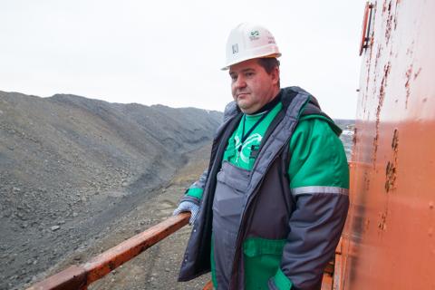Valeri Abramov on 35 aasta jooksul töötanud enamikus kaevandustes ja karjäärides. Nüüd on ta juba peaaegu aasta aega juhtinud nii maa-alust kui ka maapealset põlevkivi kaevandamist.