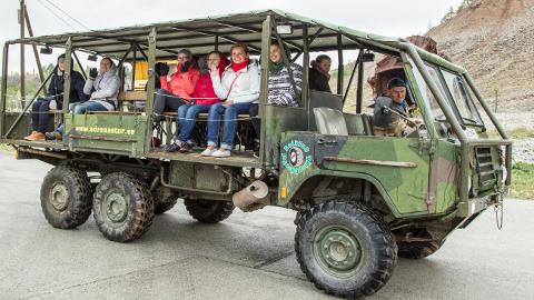 Turismiinfokeskuste töötajad said Ida-Virumaa õppereisil osa ka karjäärisafari närvikõdist, mida pakkusid Adrenaator Grupp ja Imre Poom.
