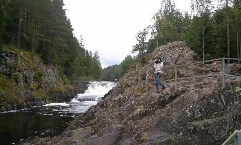 Karjala on järvede, jõgede, koskede ja kaljudega romantiline maa.