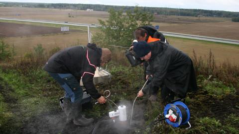 Esmaspäeval asuti Kukruse mäel saasteainete eraldumist mõõtma, tööd jätkuvad veel täna ja homme.