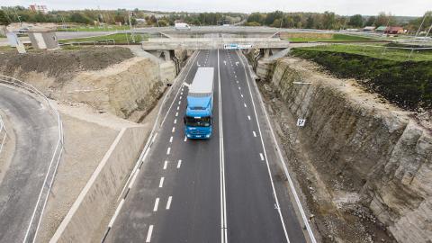 Sillamäe serva on aastaga tekkinud nüüdisaegne kahetasandiline liiklussõlm. Kui varem pidi maanteel Sillamäed läbima maksimaalse kiirusega 50 km/h, siis nüüd on uue sõlme osas lubatud kiirus 70 km/h.
