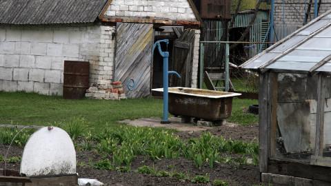 Kaev on, aga vesi juua ei kõlba − nii elatakse Kohtla-Nõmmel Kaasiku tänavas juba aastaid.