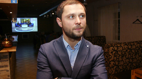Juulist alates Jõhvi vallavanema ametis olev Aleksei Naumkin võis valimistejärgsel ööl Jõhvi kohvikus Alzur koos oma valimisliidu kaaslastega rahulolevalt võitu tähistada. Nende valimisliit sai volikogus enim kohti ja individuaalselt kogus Naumkin 281 häält, mis oli Martin Repinski 306 hääle järel teine tulemus.