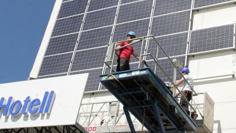 Paar aastat tagasi võeti päikeseenergia kasutusele Toila spaahotellis, suuremaid energiajaamu Ida-Virumaal seni veel ei ole.