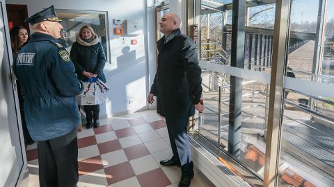 Siseminister Andres Anvelt rõhutas eile, et Narva-2 piiriületuspunkt on mõeldud eelkõige kohalikele, tööl või üksteisel külas käivatele piiriregiooni elanikele. Kaugematele reisijatele on mõeldud Narva-1 maanteepiiripunkt.