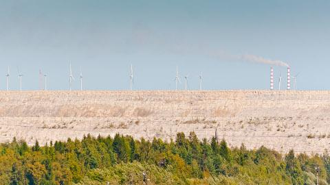 Narva elektrijaamades aastakümnete jooksul põlevkivi põletamisel tekkinud tuhast on moodustatud hiigelsuured platood. Nende kasvatamist saaks pidurdada, kui õnnestub rakendada lendtuha taaskasutamise võimalusi.