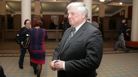 Valeri Korb on varasematel aastatel olnud üks aktiivsemaid linna aukodanike kandidaatide esitajaid. Nüüd seati ta ise üles ja ta andis ka nõusoleku.