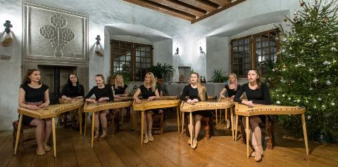 Kromaatiline kannel on haruldane, vaid Eestis esinev pill. Ning selline ansambel tegutseb Ida-Virumaal vaid Kiviõli kunstide koolis.